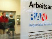Die Arbeitslosenquote in der Schweiz steigt im November leicht auf 2,5 Prozent. (Bild: KEYSTONE/MARTIN RUETSCHI)