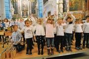 Auch der Kindergartenchor begeisterte das Publikum. (Bild: Rosmarie Berlinger (Buochs, 11. Dezember 2018))