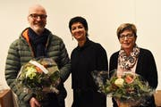 Die wiedergewählte Kirchenratspräsidentin Sandra Lussmann-Arnold (Mitte) verabschiedet Monika Planzer-Arnold und Armin Auf der Maur. (Bild: Georg Epp (Altdorf, 10. Dezember 2018))