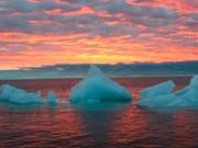 Schwimmende Eisbrocken im arktischen Meer vor Alaska. (Bild: KEYSTONE/ALASKA NEWSPAPERS/BETH IPSEN)