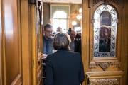 Doris Leuthard verlässt den Saal nach ihrem letzten Auftritt als Bundesrätin. (KEYSTONE/Alessandro della Valle)