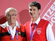 Philippe Guerdat (links) zusammen mit seinem Sohn Steve (Bild: KEYSTONE/LAURENT GILLIERON)