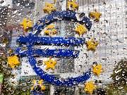 Die Gegner der billionenschweren Anleihenkäufe der EZB haben vor dem Europäischen Gerichtshof (EuGH) eine Niederlage erlitten. Die Anleihenkäufe der Zentralbank seien rechtens, entschied das Gericht. (Bild: KEYSTONE/AP/MICHAEL PROBST)