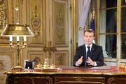 Emmanuel Macron während seiner Ansprache am Montag in Paris. (Bild: Ludovic Marin/EPA)