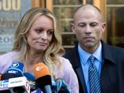 Die Pornodarstellerin Stormy Daniels und ihr Anwalt Michael Avenatti. (Bild: Keystone/AP/MARY ALTAFFER)