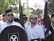 James Fields (l.) und Gleichgesinnte am 12. August 2017 an der Kundgebung in Charlottesville. (Bild: Keystone/AP Alan Goffinski/ALAN GOFFINSKI)