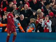 Liverpool feiert dank Mohamed Salah (Bild: KEYSTONE/EPA/PETER POWELL)