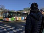 Ein Bus am Dienstag im Zentrum von Luxemburg - bald ist seine Benützung kostenlos. (Bild: Keystone/EPA/JULIEN WARNAND)
