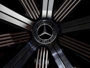 Der deutsche Autobauer Daimler gibt Milliarden für Batteriezellen für Elektroautos aus. (Bild: KEYSTONE/AP/MATTHIAS SCHRADER)