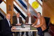 Sie haben den Patronatsvertrag unterzeichnet (von links): Thomas Huwyler, Geschäftsführer Esaf, Heinz Tännler, OKP Esaf, Andreas Hotz, Vorsitzender GPK und Georges Helfenstein, Mitglied GPK. (Bild: PD)