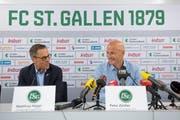 Matthias Hüppi präsentiert den neuen Trainer Peter Zeidler (rechts). (Bild: Urs Bucher)