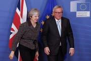 Theresa May und EU-Kommissionschef Jean-Claude Juncker gestern in Brüssel. (Bild: Olivier Hoslet/EPA)