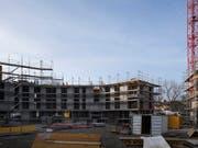 Die Initiative für mehr bezahlbare Wohnungen ist im Nationalrat wohl nicht mehrheitsfähig. Der gemeinnützige Wohnungsbau dürfte trotzdem profitieren. (Bild: KEYSTONE/GAETAN BALLY)