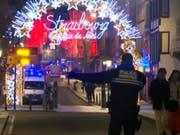 Der Ort des mutmasslichen Terroranschlags: Der Strassburger Weihnachtsmarkt am Dienstagabend. (Bild: KEYSTONE/APtn)