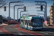 Die VBL testet einen neuen Trolleybus. (Bild: Boris Bürgisser (Luzern, 14. März 2018))