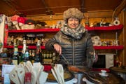 Tatjana Schmidlin mit hausgemachten russischen Spezialitäten, gekocht in der privaten Küche in Geuensee. (Bild: Dominik Wunderli (Luzern, 13. Dezember 2018))