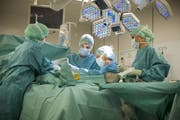 Eine Operation im Kantonsspital Nidwalden in Stans. (Bild: PD)