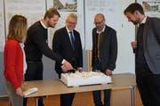 Im Detail erklärt das Architektenteam, wie das Mühlegut-Areal bebaut werden soll. (Bild: Sandro Büchler)