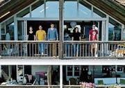 Fünf Menschen, fünf Kulturen, ein Haus. Das ist die WG der Religionen. (Bild: SRF)