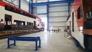 Arbeiten an Caltrain-Wagen in Stadlers US-Werk in Salt Lake City. (Bild: PD)