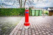 Der Hydrant auf dem Parkplatz in Märstetten. Nun steht dieser mittendrin, statt am Rande. Bild: Andrea Stalder