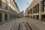 Frisch saniert und um einen Neubau ergänzt: Blick in den Innenhof des Schulhauses St.Leonhard. (Bild: Hanspeter Schiess)