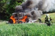 In Grosswangen brannte im Juni ein Traktor vollständig aus. Der Fahrer konnte sich grade noch retten. (Bild: PD)