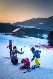 Der Kinderskilift Bischofberg bei Heiden ist bereits seit Samstag in Betrieb. (Bilder: Michel Canonica)