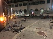 Es kam auch zu massiven Sachbeschädigungen. (Bild: Kantonspolizei Bern (16. Dezember 2018)
