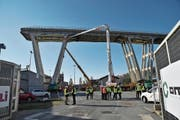 Die Abbrucharbeiten an der Brücke von Genua wurden am Wochenende eingeläutet. (Bild: Luca Zennaro/Keystone, Genua, 15. Dezember 2018)