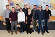 Beförderungen Sealing Solutions (von links): Triolo Daniel, Martin Hauke, Manuel Kempf, Christina Gisler, Silvio Burri, Béatrice Mast, Ruedi Lorenz, Thomas Arnold und Michael Gisler. (Bild:PD)