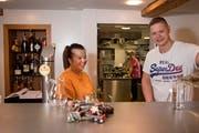 Die Küche ist chinesisch, die Atmosphäre schweizerisch. Melody und Thomas Schenk im neu eröffneten «Klösterli». Bild: Corinne Glanzmann (Malters, 14. Dezember 2018)