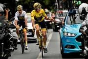 Geraint Thomas stosst auf seinen Toursieg an. (Bild: Marco Bertorello/AP (Paris, 29. Juli 2018))