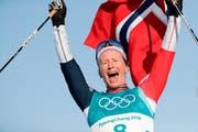 Die 38-jährige Norwegerin feiert ihre achte Goldmedaille. (Bild: Dmitri Lovetsky/AP (Pyeongchang, 25. Februar 2018))