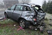 Dieses Auto ist nach dem Unfall nicht mehr fahrbar. (Bild: Luzerner Polizei)