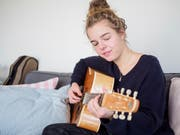 Riana Steinmann ist musikalisch irgendwo zwischen Jazz und Pop zu Hause – geografisch aber klar in Appenzell. (Bild: Sascha Erni)