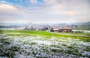 So präsentiert sich derzeit die Aussicht aufs Dorf vom Ruggenbühl her. (Bild: Andrea Stalder)