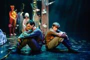 Marcello Gariglio als Jari (links) und Laurin Moor als Aimo im Märlitheater. (Bild: Ingo Höhn/PD)