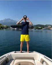 Marvin Schulz posiert auf dem Vierwaltstättersee. (Quelle: Instagram)