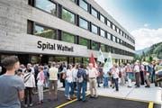 Am Tag der offenen Tür im Neubautrakt des Spitals Wattwil demonstrierten Gewerkschafter und Menschen aus der Region für den Erhalt des Spitals. (Bild: Ralph Ribi)