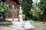 Der Krienser Dorfbrunnen am heutigen Standort vor dem Bellpark, wohin er 1972 verlegt worden war. Bild: Manuela Jans-Koch (Kriens, 29. November 2018)