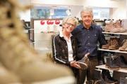 Rosmarie und Ralph Schär im Schuhhaus Haberer. (Bild: Donato Caspari)