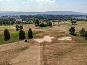 Auf dem Golfplatz Lipperswil herrscht im Sommer 2018 Dürre: Lediglich die Greens sind noch wirklich grün - der Rest ist braun vor Trockenheit. (Bild: Reto Martin)