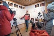 Franz Auf der Maur von Speleo-Secours Schweiz erklärt das Höhlensystem des Höllochs. (Bild: Urs Flüeler/Keystone (Muotathal, 22. Januar 2018))