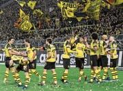In Feierlaune: Die Dortmunder bejubeln den zweiten Treffer gegen Borussia Mönchengladbach. (Bild: Martin Meissner/AP (Dortmund, 21. Dezember 2018))