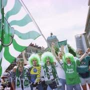 Mehr als 15 000 Anhänger des FC St.Gallen besuchten 1998 den Cupfinal im Berner Wankdorf. Die Gassen rund um das Bundeshaus waren fest in St.Galler Hand.(Bild: Ralph Ribi)