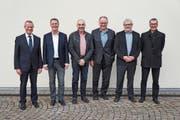 Der Vorstand verabschiedete mit Markus Verling (3. von links), bis Ende Oktober 2018 Leiter des Amts für Bau und Infrastruktur Liechtenstein, sowie Ueli Strauss (3. von rechts), Leiter Amt für Raumentwicklung und Geoinformation St.Gallen bis Ende November 2018, zwei Mitglieder. (Bild: PD)