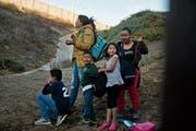 Diese Familie aus Honduras ist in Tijuana, Mexico, vor der US-Grenze gestrandet. (Bild: Ramon Espinosa/AP/Tijuana, 2.12.2018)