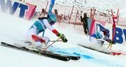 Wendy Holdener während des Parallel-Rennens in St.Moritz. (Bild: AP Photo/Marco Trovati)