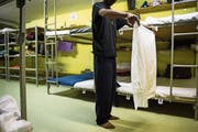 Der Bund wird 2019 wieder mehr Betten für Asylsuchende bereitstellen. (Bild: Gian Ehrenzeller/Keystone)